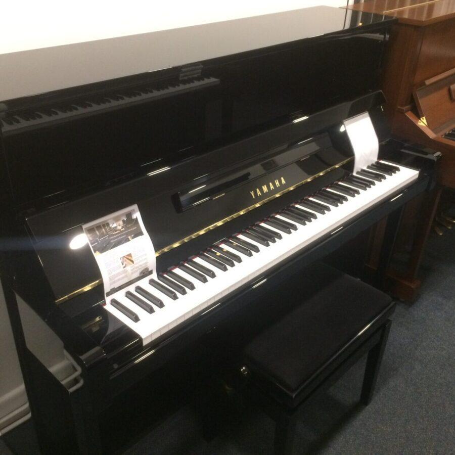 Yamaha B3E