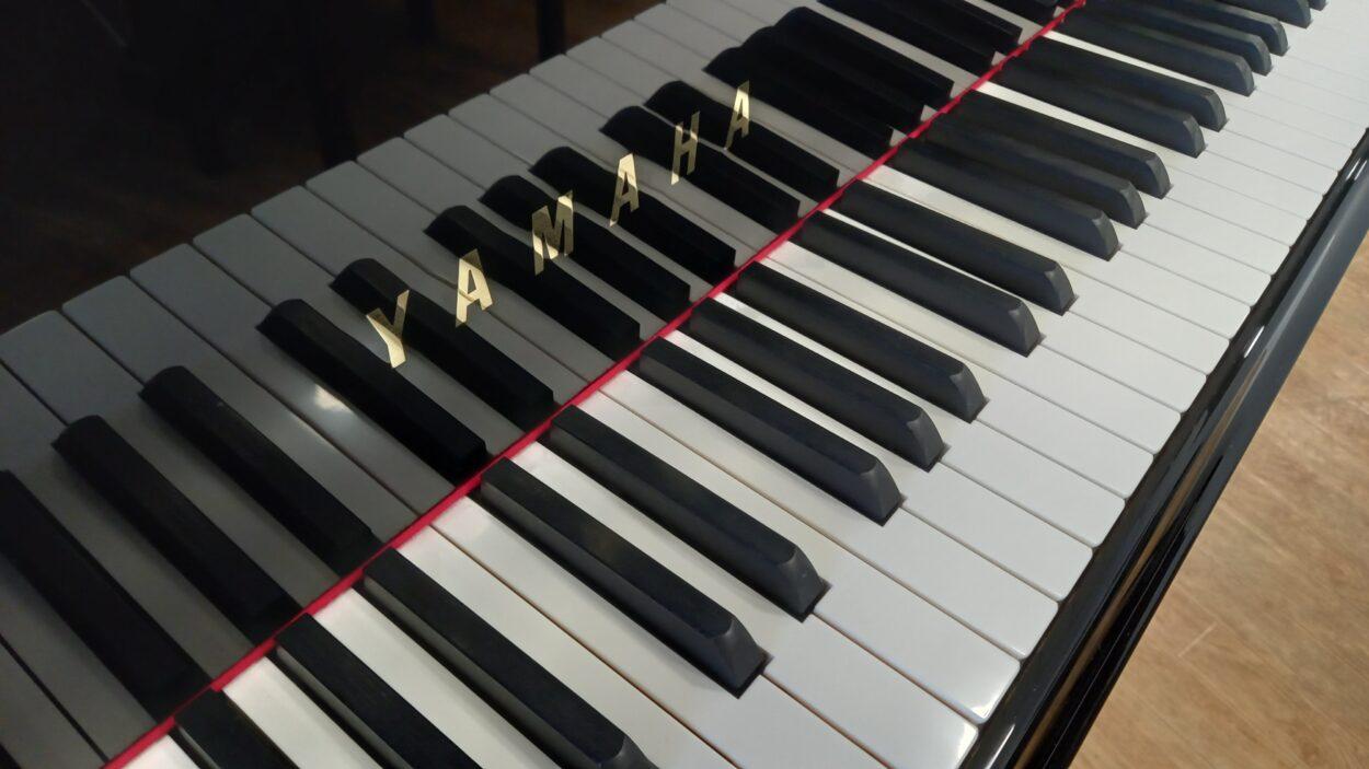 Yamaha C3 grand piano - keys