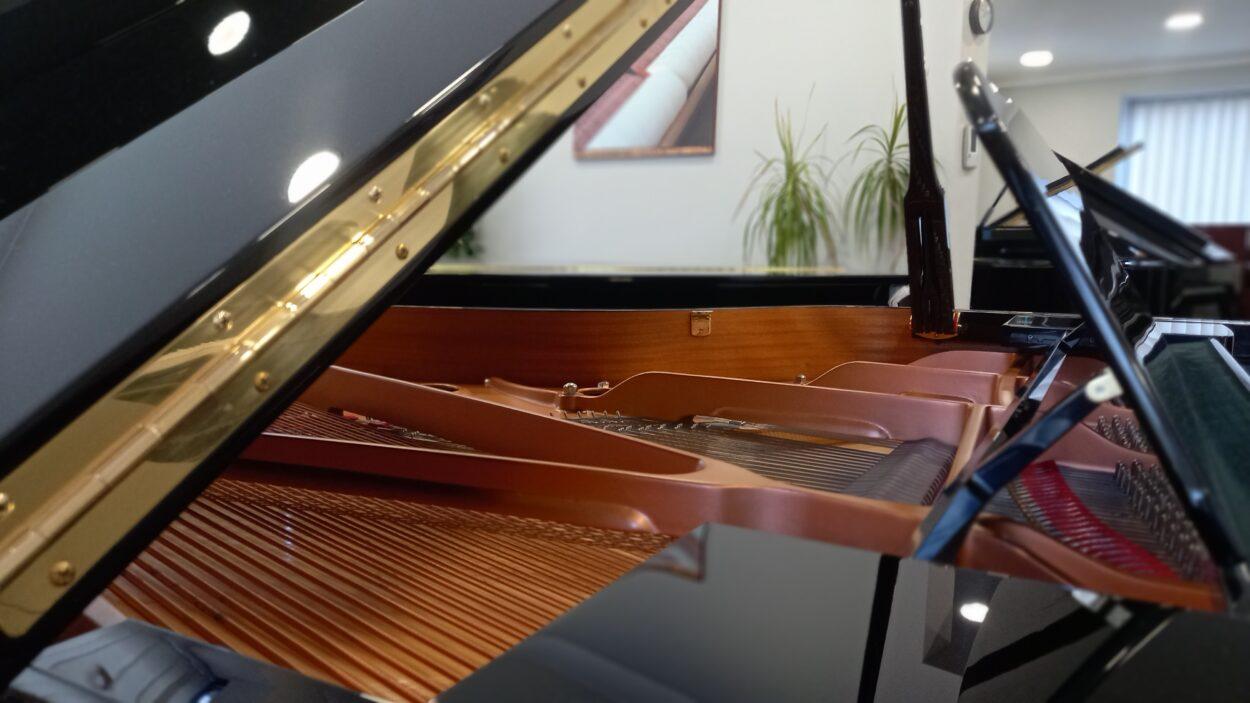Yamaha C3 grand piano - long hinge