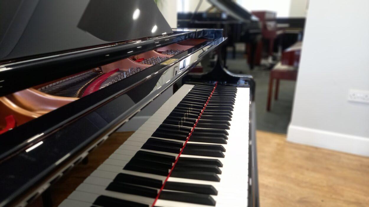 Yamaha C3 grand piano - fallboard
