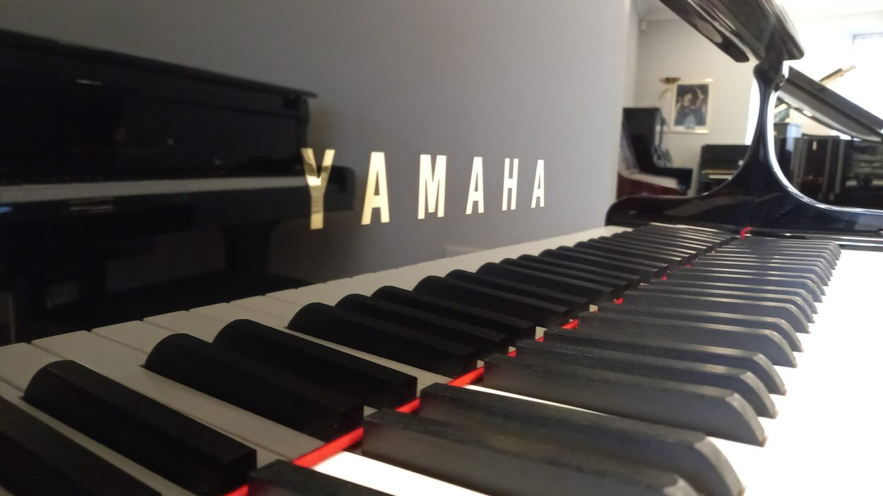 Yamaha C3 grand piano - YAMAHA letterset