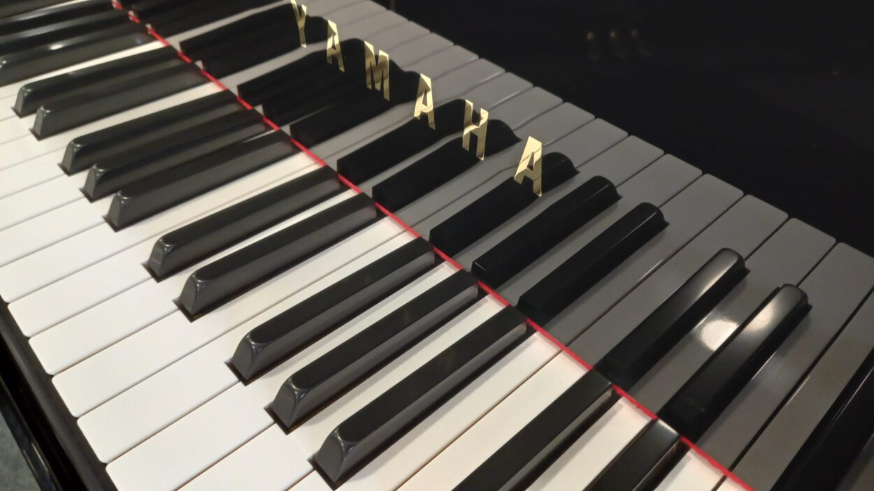 Yamaha C2L Grand Piano - C2 - Keys and YAMAHA letterset