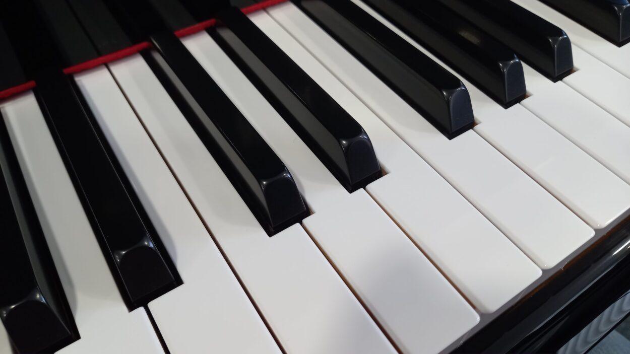 Yamaha C2L Grand Piano - C2 - Keys