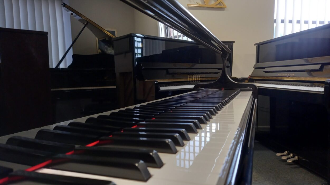 Yamaha C2L Grand Piano - C2 - BASS END